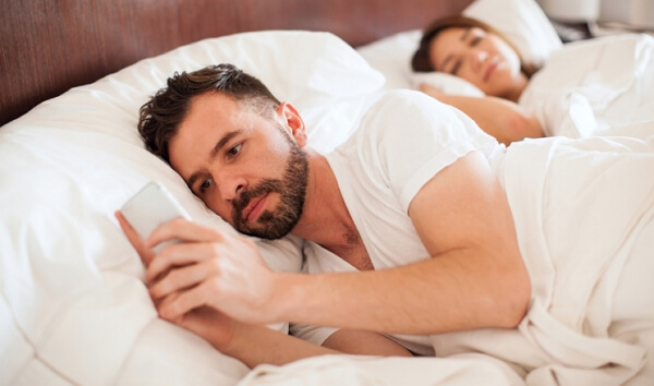 how to read boyfriend's text messages without his phone