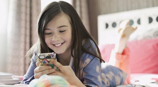 children are using WhatsApp